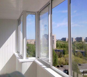 Холодное остекление балкона с 2 изгибами